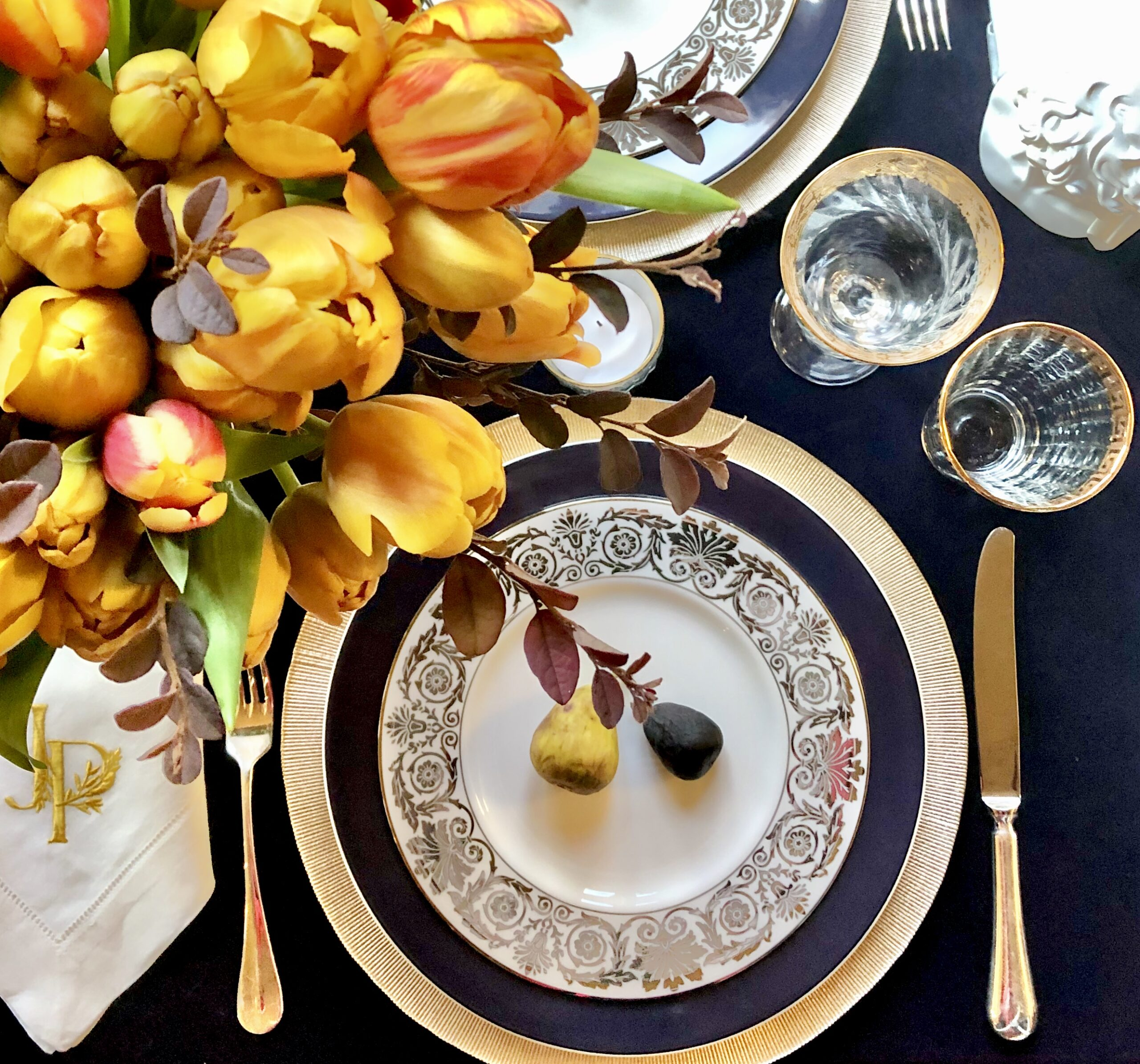 fall place setting with fresh figs