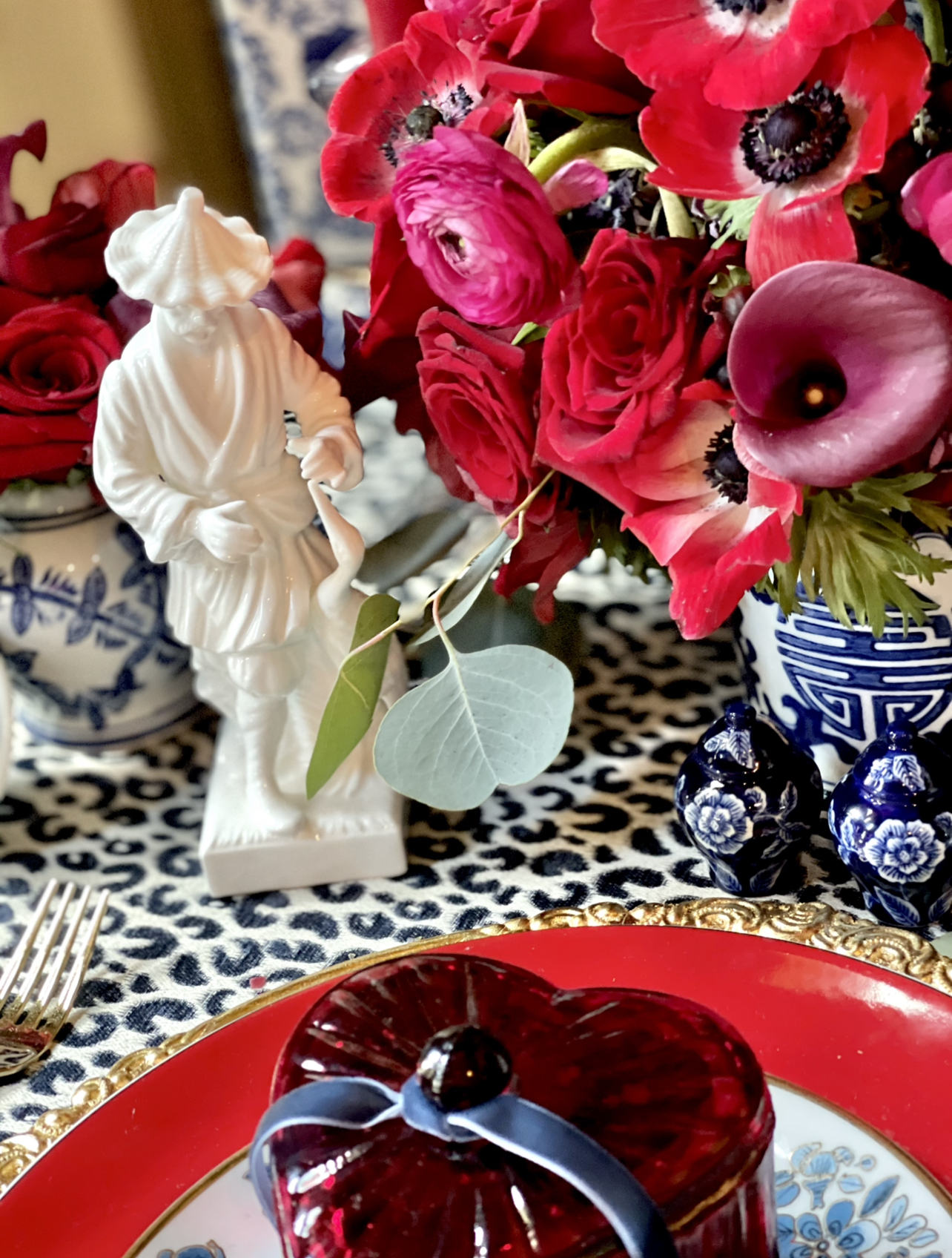 Valentine's table, asian figures
