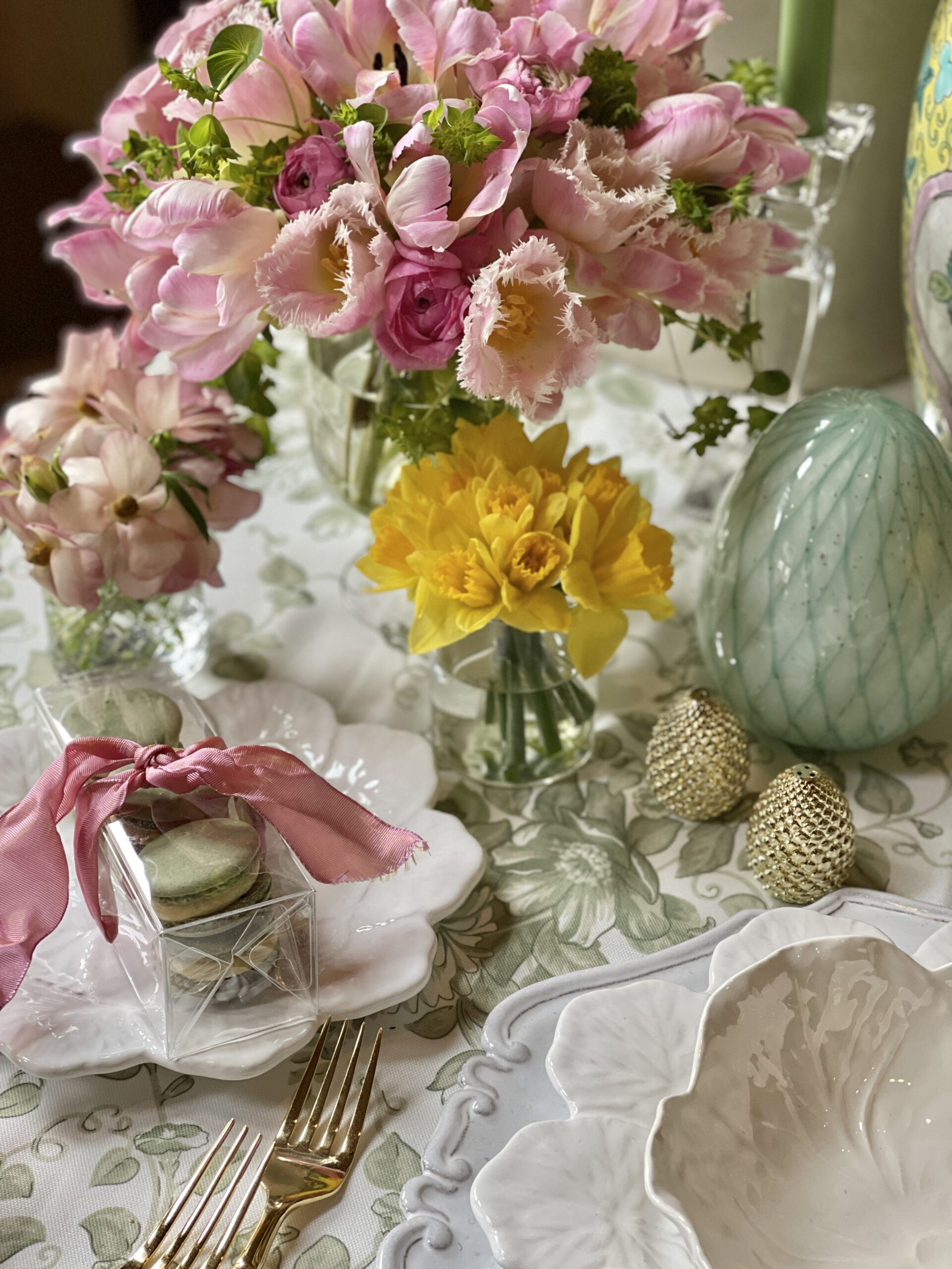 Spring table set with Cabbage Plates